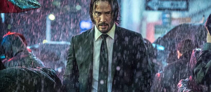 John Wick caminhando na chuva - O tempo esta quase acabando