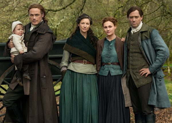 outlander-temporada-5-sophie-skelton-richard-rankin-sam-heughan-caitriona-balfe